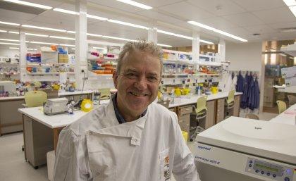 Associate Professor Ray Steptoe